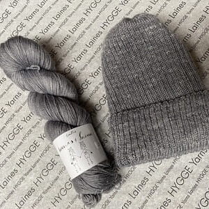 laines_hygge_yarns_Tuque grise